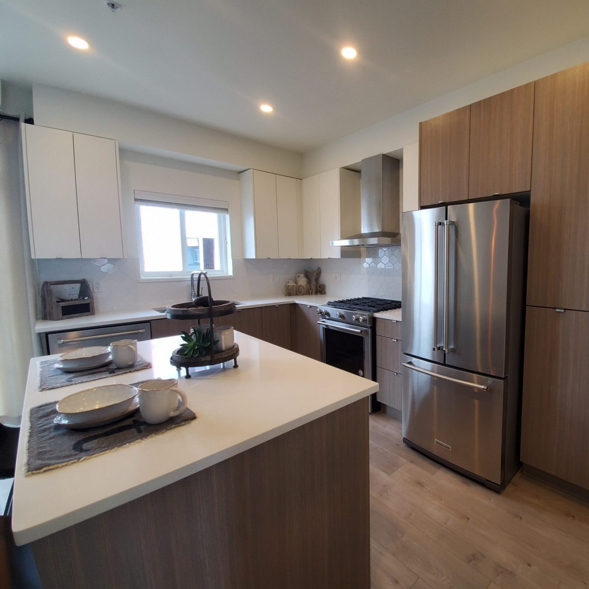 Luxia kitchen cabinets